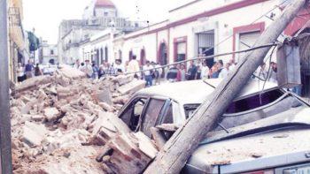 AMLO instruye a Morena crear comisión para damnificados