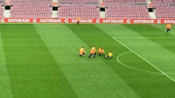 Aficionado ingresa al partido del Barcelona a puerta cerrada