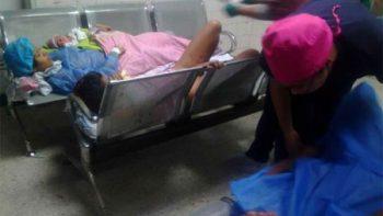 Imágenes de venezolanas dando a luz en bancas de hospital indigna al mundo