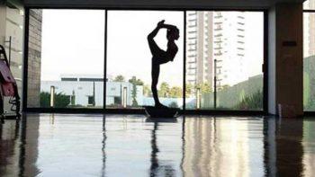 María León compartió sensual video de yoga