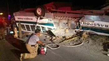 Chofer del autobús accidentado permanece internado bajo custodia