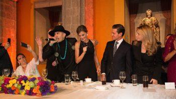 La reina Letizia 'recicla' vestido en su visita a México