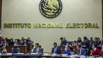 Prohíbe INE a candidatos debatir en intercampañas