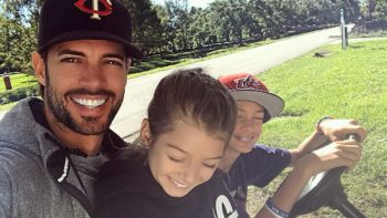 William Levy es criticado en redes sociales por video con sus hijos