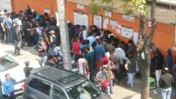 Aficionados generan caos por boletos agotados en la Plaza México