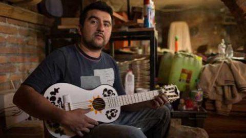 En Paracho producen la guitarra de 'Coco'