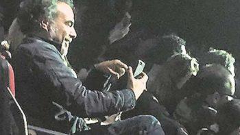 González Iñárritu visita a Diego Luna en el teatro