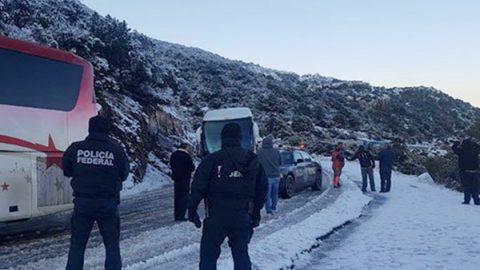 Intensa nevada provoca otra vez el cierre a carretera de Sonora