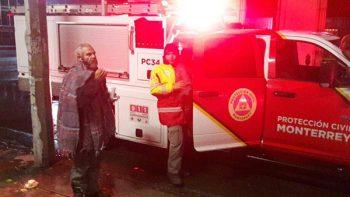 Atiende Protección Civil de Monterrey a indigentes por bajas temperaturas