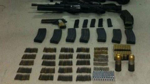 Aseguran en Sonora vehículo con granadas, armas y cartuchos