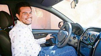Para completar el gasto es diputado y chofer de Uber