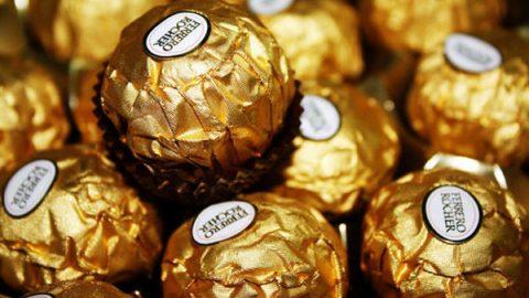 ¡Dulce robo! Asaltan camión con toneladas de chocolates Ferrero Rocher