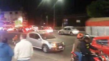 Intentan linchar a conductora tras atropellar a vecina