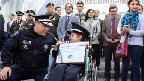 Niña de siete años cumple sueño de ser 'Policía Federal Honoraria'