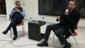 Osvaldo Robles comparte experiencias periodísticas con alumnos de la UANL