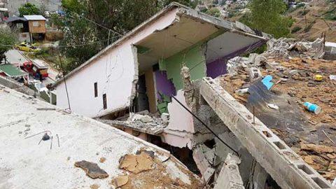 Colapsan 70 casas por descenso de tierra