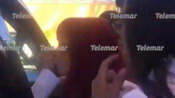 Layda Sansores besa la mano de AMLO y dice: 'no se olvide de nosotros'