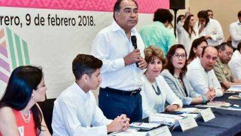 Llama Astudillo a erradicar violencia contra menores