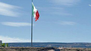 La bandera más grande de México que fue vencida por el viento