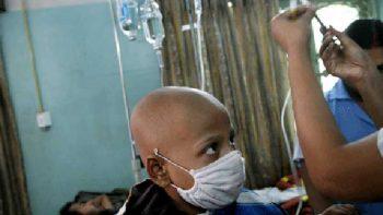 Senadores proponen dar licencias a padres de niños con cáncer