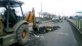 Reparan cuadrillas municipales carretera Reynosa-Río Bravo