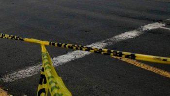 Matan a joven y lo arrojan de automóvil en Ecatepec