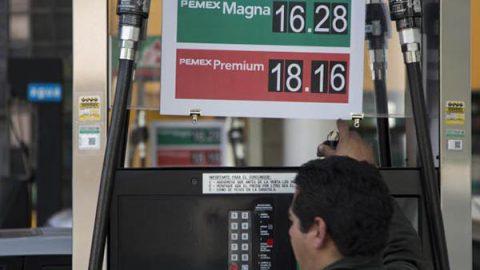 Gasolinas baratas, sólo si baja el IEPS, dicen especialistas