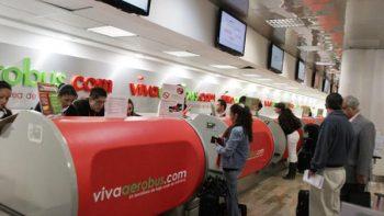 Demoras y cancelaciones afectan pasajeros de VivaAerobus