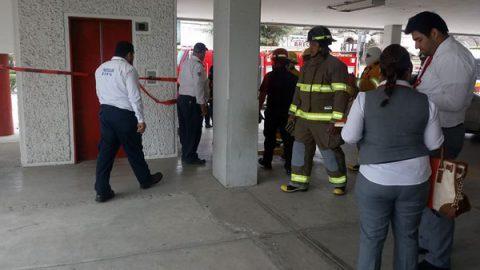 Cliente de Santander se queda encerrado en el ascensor