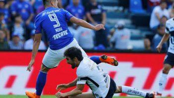 Jugador de Pumas Alejandro Arribas sufre aparatosa lesión