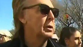 Paul McCartney cruza Abbey Road y ofrece concierto privado