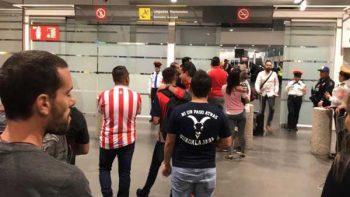 La afición abandonó a Chivas en el AICM