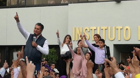 'Soy bastardo de la ley electoral': dice 'El Bronco' tras registro en el INE