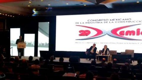 Acuerdan AMLO y empresarios mesa sobre nuevo aeropuerto