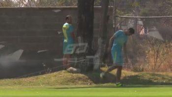 Landon Donovan orina en entrenamiento del León (VIDEO)