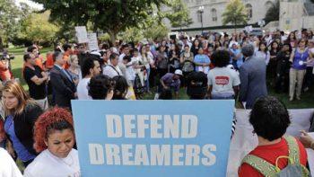 Piden solución para 'dreamers' al grito de: '¡Sí se puede!'