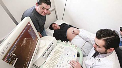 Atrae SCJN amparo de maternidad subrogada por parejas del mismo sexo