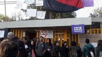 Toman Prepa 5 de UNAM por presunto acoso sexual de maestro a alumna