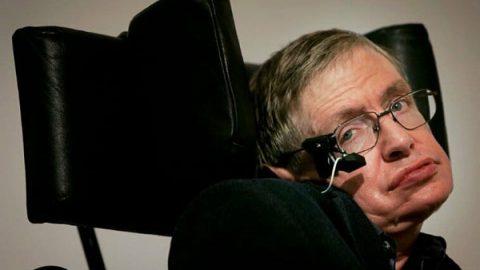 Stephen Hawking, físico que revolucionó la forma de ver el universo