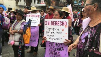 Mujeres marchan contra la violencia de género