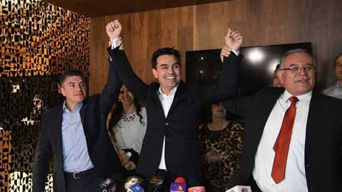 'Pato' Zambrano, propuesta de PES y PT para Monterrey; va a encuesta
