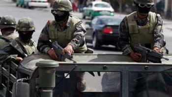 Se enfrentan hombres armados con el Ejército en Cerralvo, muere uno