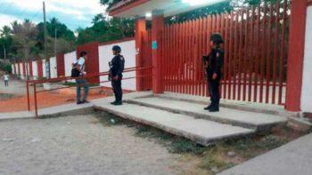 Hombres armados rapan a estudiantes y maestras en Acapulco