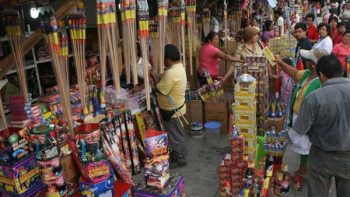 Sedena multa a locatarios de tianguis de pirotecnia en Tultepec