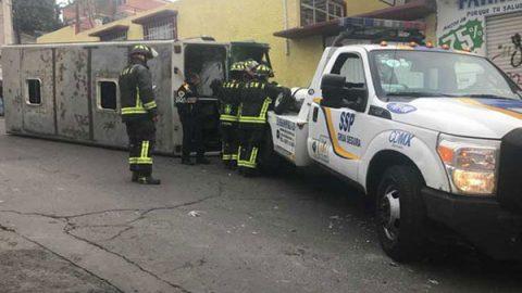 Volcadura de microbús en Iztapalapa deja 17 personas lesionadas