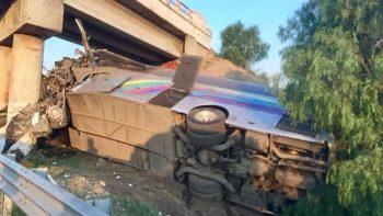 Choque de autobús deja 3 muertos en San Martín de Las Pirámides