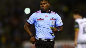 'Me dijeron pin%#& negro'; árbitro denuncia que fue despedido por su color de piel
