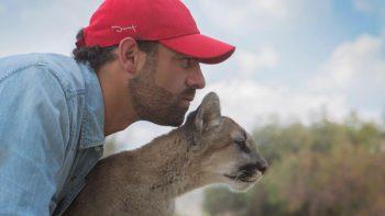 Arturo Islas visita a los animales en su mundo salvaje