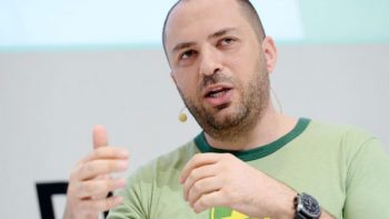 Jan Koum, CEO de WhatsApp, deja la app por diferencias con Facebook