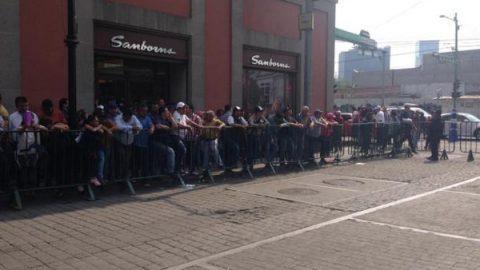 Personas llegan a Minería en espera de los candidatos presidenciales